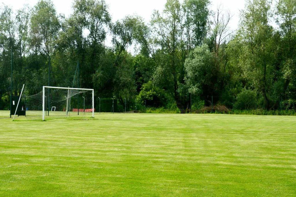 terrain de foot en herbe
